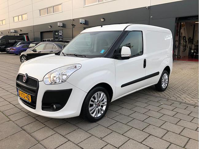 Te koop TE HUUR  Fiat Doblò Cargo 1 occasion - Autobedrijf Den Haag