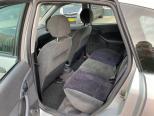 Te koop Ford Focus 1.4-16V Ambiente Grijs occasion - Autobedrijf Den Haag
